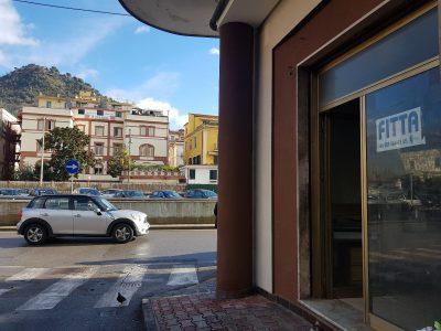 Fitto - Locale commerciale, 30 mq , centralissimo - 550 €